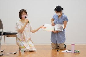 メロディ ~だいすきなわたしのピアノ~という本を紹介する浦部さん